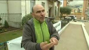 Monsieur Gérard Jourdan devant la Mairie d'Auriol